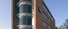 EW Facility Services is een facilitair dienstverlener. Door een hoog kwaliteitsniveau, zichtbare dienstverlening, flexibele uitvoering en op maat gemaakte oplossingen verhogen wij de schoonmaakbeleving van medewerkers en gasten. Daarbij staat ons marktleiderschap in de hotelbranche garant voor innovatieve hospitality concepten vertaald naar andere marktsegmenten.