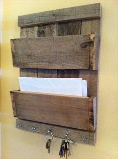 Shelves Pallet 9 Prodigious Useful Tips: Furniture Drawing Drawer Pulls white furniture vintage. Pallet Crafts, Diy Pallet Projects, Woodworking Projects, Wood Projects, Pallet Ideas, Woodworking Plans, White Furniture, Wood Furniture, Furniture Vintage