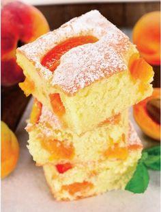 Pandispanul este una dintre cele mai preparate prajituri. Desertul pufos si savuros este potrivit pentru orice sezon. Profita de sezonul fructelor pentru a prepara cat mai multe tipuri de pandispan. In sezonul calduros poti adauga deasupra si o cupa de inghetata. Romanian Desserts, Romanian Food, Cookie Recipes, Dessert Recipes, No Cook Desserts, Sweet Tarts, Holiday Baking, Relleno, Yummy Cakes