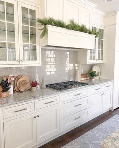 White shaker kitchen cabinets - 21 Creative Grey Kitchen Cabinet Ideas for Your Kitchen – White shaker kitchen cabinets White Shaker Kitchen Cabinets, New Kitchen Cabinets, Kitchen Countertops, Backsplashes With White Cabinets, Quartz Countertops, Inset Cabinets, Kitchen Cabinet Hardware, Kitchen Paint, Kitchen Ideas With Grey Cabinets