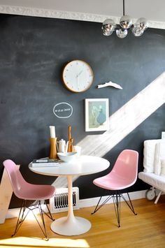 Candy pink Eames chairs with a tulip table popping against blackboard wall. Home Interior, Interior Decorating, Stylish Interior, Studio Interior, Interior Walls, Contemporary Interior, Kitchen Interior, Blackboard Wall, Chalkboard Paint