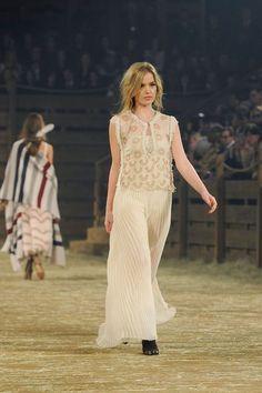 Défilé Chanel Métiers d'Art Paris-Dallas 2013-2014 Georgia May Jagger - EN IMAGES. Caroline de Maigret clôt le défilé Chanel à Dallas en Indienne - L'EXPRESS
