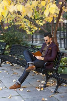 If you are gonna sit and read at the park, do it like this! Comfortable, well dressed, and approachable.