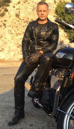 men in leather Men's Leather Jacket, Biker Leather, Leather Men, Leather Jackets, Biker Gear, Lederhosen, Men In Uniform, Motorcycle Outfit, Men's Wardrobe