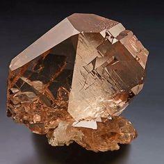Hello Houston! #houston #gems #gemshow #gemmy #minerals #swiss #switzerland…