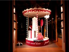 Escaparates de Navidad 2016:Precioso escaparate de #Moschino en Milán #christmas #milan