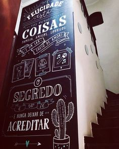 A felicidade está nas pequenas coisas Chalkboard Bedroom, Different Lettering Styles, Chalk Wall, Chalkboard Lettering, Garden Bar, Black Walls, Inspiration Wall, Diy Wall Art, Typography