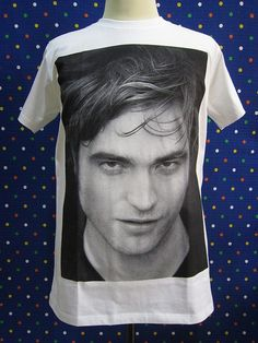 Take a Bite Out of These Gifts For the Robert Pattinson Superfan: T-shirt ($17)