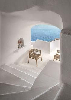 Kilt armchair with frame in teak and upholstery in Comfortable flat rope. Designed by Marcello Ziliani for Ethimo. Outdoor Life, Outdoor Living, Greece Architecture, Ibiza Fashion, Outdoor Chairs, Outdoor Decor, Outdoor Furniture, Comfortable Flats, Dining Arm Chair