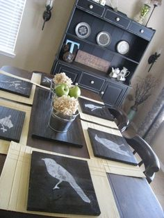 This is a great table setting!  Info and links for making your own chargers (am I the only one who didn't know what a charger was???).