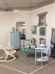 Exceptionnel Furniture With A New Look, Old Brown Bad Shape Pieces Get A New Look  Located In Pensacola Fl Allysses Depot Booth 238 | INspiraTION | Pinterest  | Flea ...