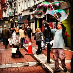 Dublin busker/ bubbleman