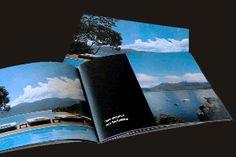Livre photo Compact de la série SMALL au format carte postale. Petit, pratique et souple, ce livre photo vous accompagne pour mieux partager son contenu.