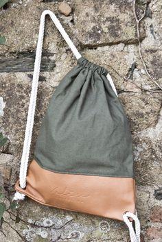 Valise. Colección Otoño Invierno. www.valisebags.com. Verde & Camel. 66$. Picnic de invierno en el bosque.  #valisebags #valisebarcelona #bags #fashion #bagpack