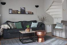 Welke kleurencombinatie voor woonkamer make-over? - Huis vol Karakter Throw Pillows, Bed, Home, Cushions, Stream Bed, House, Ad Home, Decorative Pillows, Decor Pillows