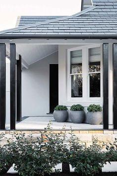 House entrance design white trim 40 Ideas for 2019 Exterior Paint Schemes, House Paint Exterior, Exterior Paint Colors, Exterior House Colors, Modern House Exteriors, House Ideas Exterior, Modern House Colors, Siding Colors, Modern Houses