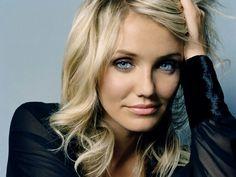 Occhi azzurri chiari, incarnato freddo chiaro, per i capelli il top sono le new meches. Per un immagine con i colori dell'estate