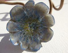 Bague forme fleur - bleu, blanc et jaune : Bague par lolitoi-fimo
