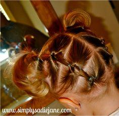 Coletas entrelazadas hacia atrás   17 peinados que encantarán a tu pequeña