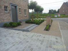 Home And Garden, Garden Deco, House Front, Front Garden, Small Garden Design, Modern Farmhouse Layout, Modern Farmhouse Exterior, Front Yard, Farmhouse Style House