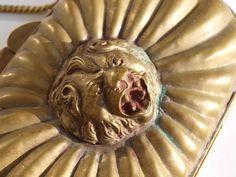 torebka mosiężna z głową lwa- detale