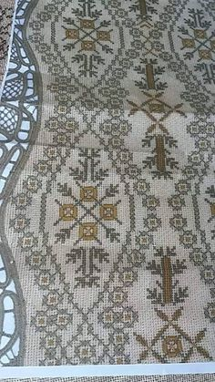 Cross Stitch Designs, Cross Stitch Patterns, Embroidery Designs, Bohemian Rug, Projects To Try, Beaded Bracelets, Rugs, Fabric, Cross Stitch
