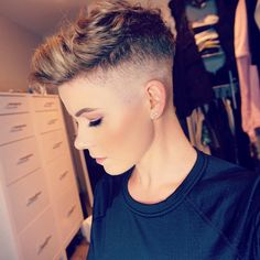 Girls With Short Hair & Shaved Heads : Photo