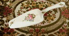 *Pala para Servir Torta en Loza Nacional (22 cm. de largo - 6,2 cm. en su ancho mayor)*