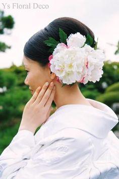 和装に合わせるヘッドドレス 白いシャクヤクをたっぷりとの画像:Ys Floral Deco Blog