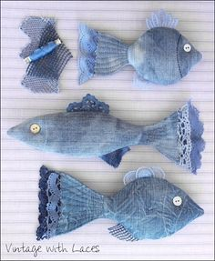 New Cost-Free Upcycled Denim Fish von Vintage with Laces - Tips I love Jeans ! And much more I like to sew my own Jeans. Next Jeans Sew Along I'm going to show Denim And Lace, Artisanats Denim, Jean Crafts, Denim Crafts, Fabric Crafts, Sewing Crafts, Sewing Projects, Diy Projects, Fabric Fish