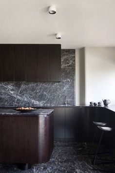 The Hot Kitchen Trend Giving White Marble A Run For Its Money Kitchen Design Black Marble Is The New White Marble Apartment Therapy Kitchen Buffet, New Kitchen, Kitchen Decor, Kitchen Lamps, Kitchen Black, Island Kitchen, Kitchen Ideas, Küchen Design, Home Design