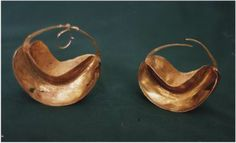 Gold earrings from Mopti, Mali - The Israel Museum Permanent Galleries
