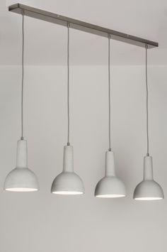 Art 11373 Stoere hanglamp voorzien van moderne, betonnen kappen. Ondanks de simpele vormgeving heeft deze lamp een bijzondere uitstraling. De hanglamp bestaat uit vier kappen welke gemaakt zijn van beton.https://www.rietveldlicht.nl/artikel/hanglamp-11373-modern-stoer-raw-betongrijs-beton-langwerpig