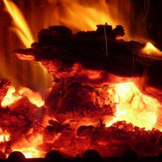 En Roig Robí disponemos de barbacoa para hacer todo tipo de carnes y pescados a la brasa. Reserve su mesa de lunes a sábado en www.roigrobi.com