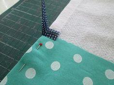 Vou fazer um passo a passo de uma costurinha para BEM iniciante mesmo, para aquelas que sabem apenas costurar alguns centímetros de costura reta (não tão re