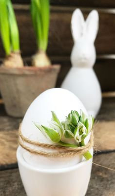 Decorate easter eggs instead of coloring? Easy Arts And Crafts, Easter Crafts For Kids, Diy For Kids, Easter Ideas, Easter Flowers, Diy Easter Decorations, Easter Printables, Easter Holidays, Egg Decorating