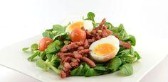 Veldsla salade met gebakken spekjes en ei