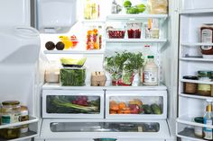 Keep your Winter Panzanella Salad ingredients at peak freshness with the KitchenAid® French Door Refrigerator. Find the recipe and fresh produce tips from @LiveSimplyMom on our blog: http://blog.kitchenaid.com/keeping-ingredients-fresh/