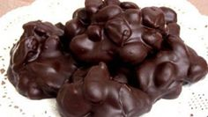 If you love jalopeno pretzels, you'll love the chocolate coated ones. Simply melt almond bark or your choice of semi-sweet or milk chocolate chips and coat the pretzel pieces. My family loves them! Chocolate Coating, Chocolate Box, Chocolate Truffles, Chocolate Chips, Candy Crash, Cyprus Food, Praline Recipe, Greek Sweets, Sweet Corner