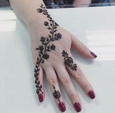 Back Hand Tattoo Mehndi Design Henna Mehndi, Mehendi, Arte Mehndi, Henna Tatoos, Simple Henna Tattoo, Mehndi Simple, Hand Henna, Henna Mandala, Mandala Wolf