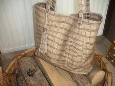 affb351f53 45 meilleures images du tableau Plage   Bags, Cement render et ...
