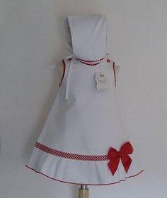 Vestido con capota para bebé niña fabricado en piqué con lazo a juego