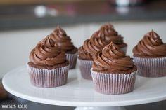 Easy Cake : Chocolate cream basic recipe for cupcakes or cake fillings - . Cupcake Toppings, Cupcake Recipes, Cookies Cupcake, Cupcake Cakes, Cupcake Frosting, Chocolate Cream, Chocolate Desserts, Cake Chocolate, Recipes