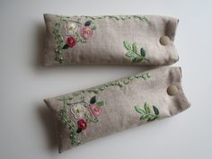 刺繡の眼鏡ケース(リーフ)画像1 Embroidery Purse, Embroidery Flowers Pattern, Embroidered Flowers, Cross Stitch Embroidery, Textile Fiber Art, Bag Patterns To Sew, Simple Bags, Pin Cushions, Needlework