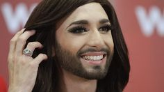 Die aufregenden Tage gehen für Conchita Wurst weiter.  Bild: SN/APA/EPA/GEORG HOCHMUTH Celebrity Wallpapers, Photo Colour, My Idol, Rings For Men, Celebrities, People, Beauty, Style, Nice