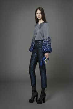 Andrew Gn Pre-Fall 2014 Fashion Show Collection: See the complete Andrew Gn Pre-Fall 2014 collection. Look 36 Fashion Images, Love Fashion, Fashion News, Fashion Show, Fashion Design, Style Fashion, Couture Fashion, Runway Fashion, Casual Tops For Women