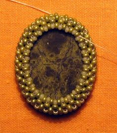 how to bead a cabochon, a simple & good method.
