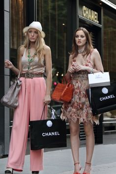What to wear for Serena: White hat, costume jewelry, long flowy pastel pants, a designer bag, and some classy shopping bags.  What to wear for Blair: A cute but high-fashion dress, a Birkin, and some Chanel shopping bags.  How to act: Serena and Blair are constantly bickering, so feel free to get into a catfight (and make up immediately).