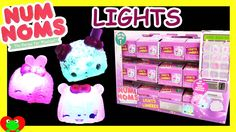 You guys if you are a num nom lover then your going to love the light up num noms it dose come with a collectors guide at the back of the colloctors guide there series 3 num noms collectors guide.go and check out toy genies num noms at YouTube she open those byee