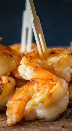 Miso Butter Shrimp -- needs miso paste Miso Butter, Butter Shrimp, Buttered Shrimp Recipe, Shrimp Recipes, Shrimp Dishes, Fish Dishes, Seafood Dinner, Fish And Seafood, Miso Recipe